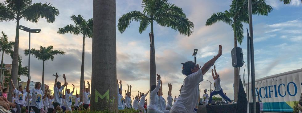 Celebración por el Día Internacional del Yoga en Manta Ecuador