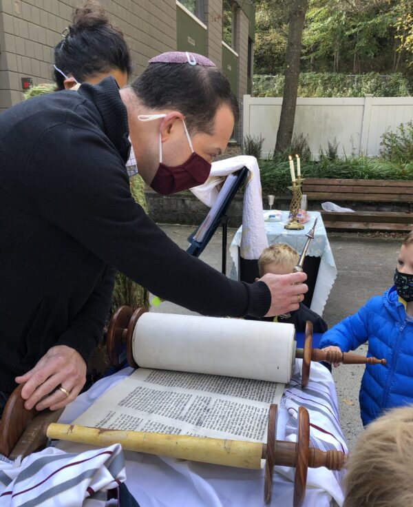 Rabbi Satz with Torah, Yad and Chidlren