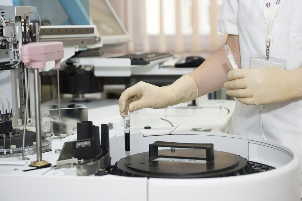 Saúde abre seleção para técnicos em laboratório.