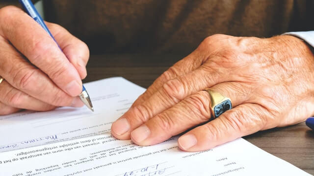 Inheritance Lawyer: Simple Estate Planning Mistakes That Make Probate Difficult for Loved Ones