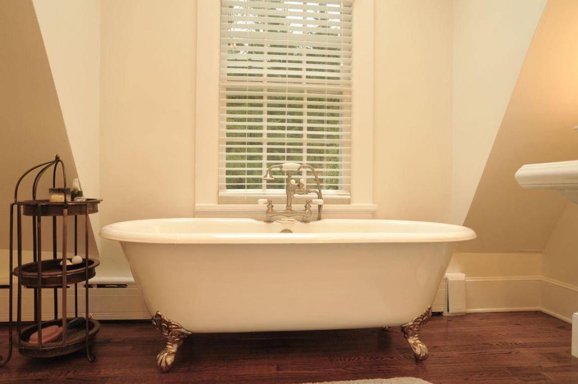 Meditative tub