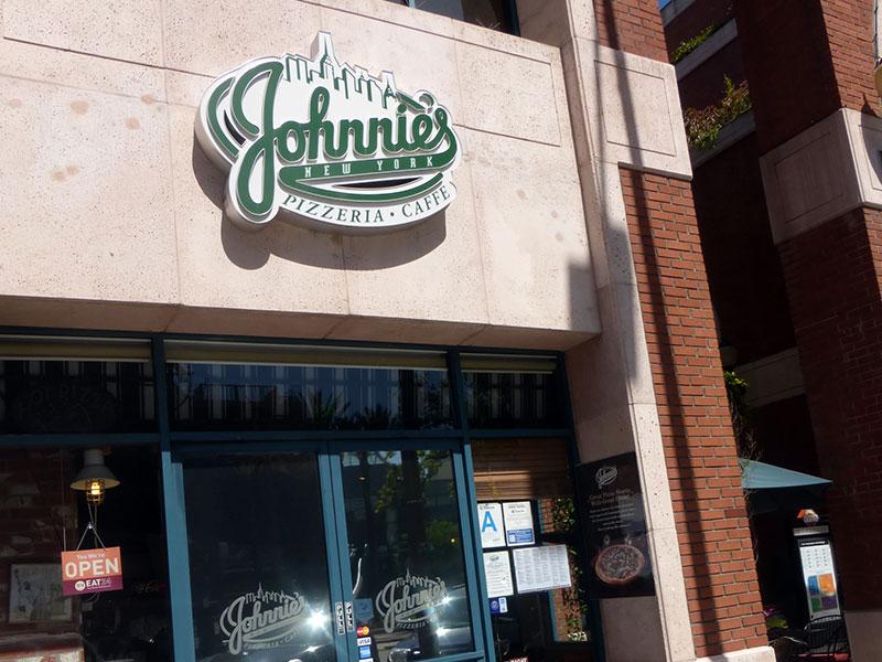 Johnnie's Pizzeria