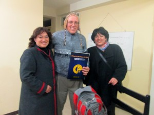 Michael Brown with Drs. Elita Pizarro Oroz & Yanet Castro Vargas of the College of Psychologists of Peru, Regional Council Cusco, receiving a certificate of appreciation.