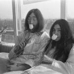 Jonn Lennon and Yoko Ono - In Bed for Peace