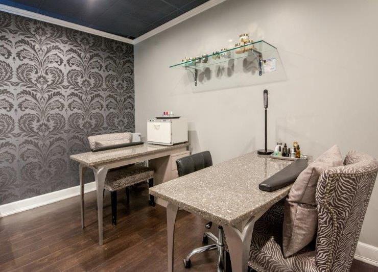 manicure pedicure room at Hair Salon body & Soul