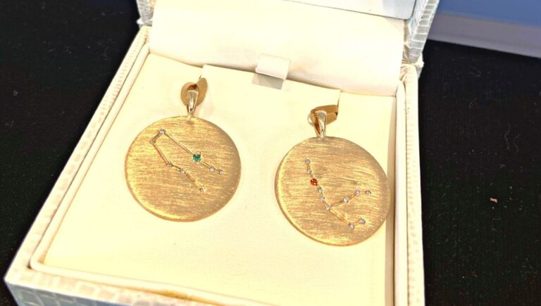 Read more about the article Friendship Pendants: A Custom Jewelry Story