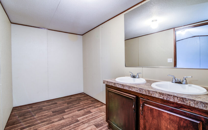 SELLER FINANCING ON THIS 2015 MOBILE HOME ON 1 ACRE IN RED ROCK!