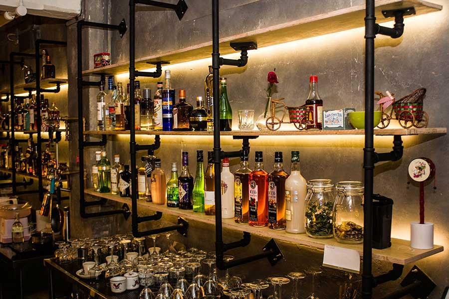 Hopscotch Cocktail Bar - Singapore, photo #6