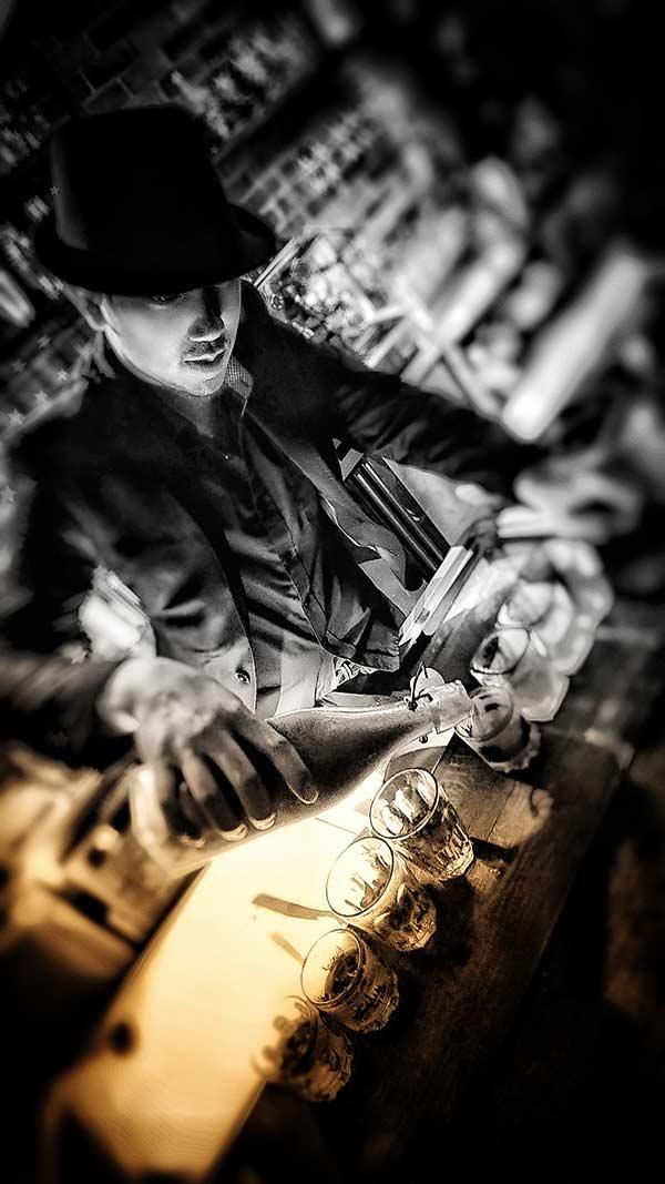 Jumi Tavern bartender at work 2