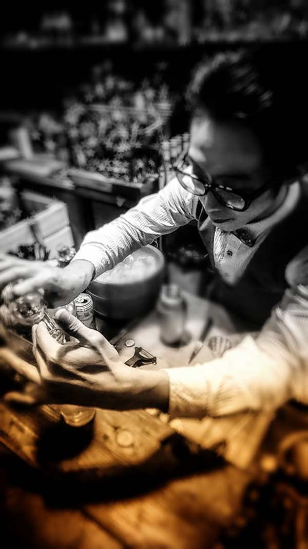 Jumi Tavern bartender at work 3