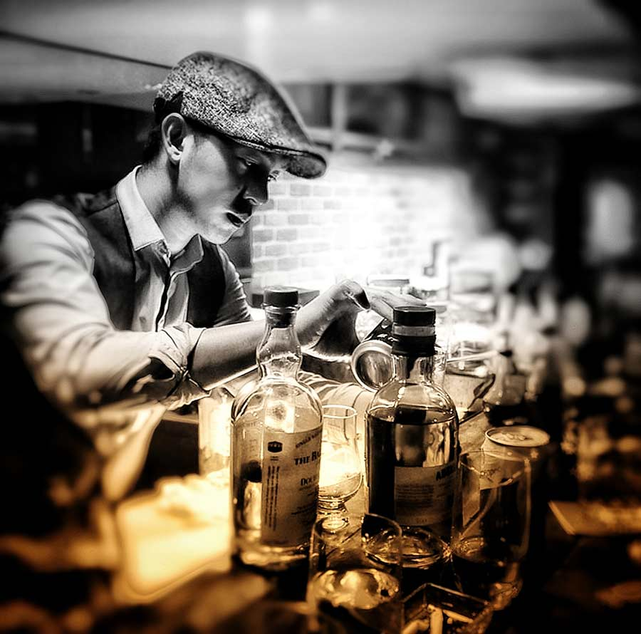Jumi Tavern bartender at work