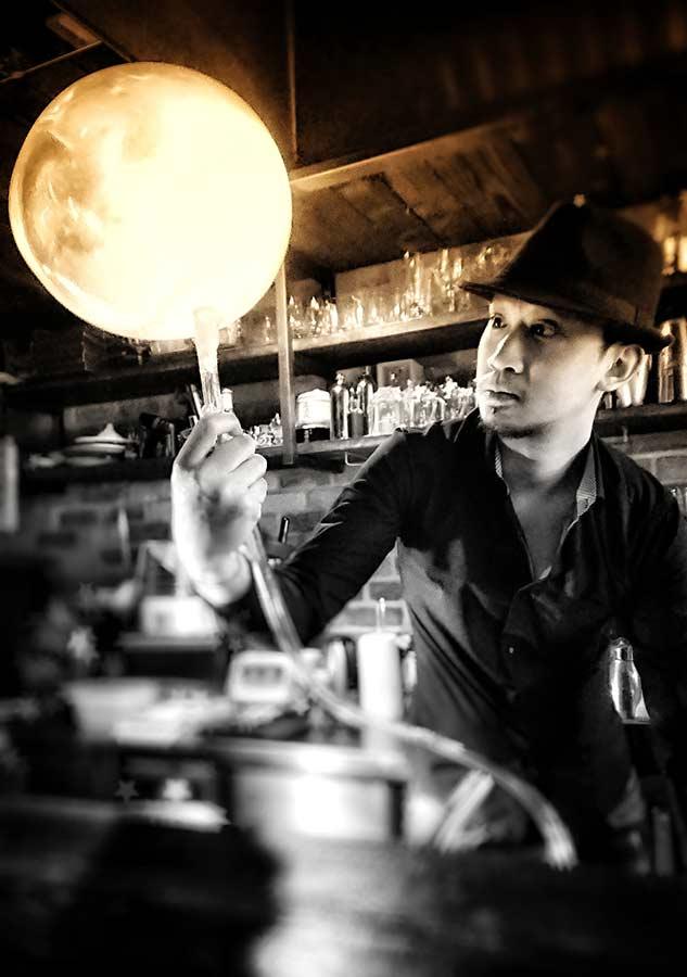 Jumi Tavern man at work 4