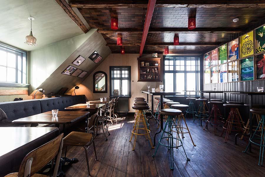 Mikkeller & Friends Bar, Reykjavik - bar interior