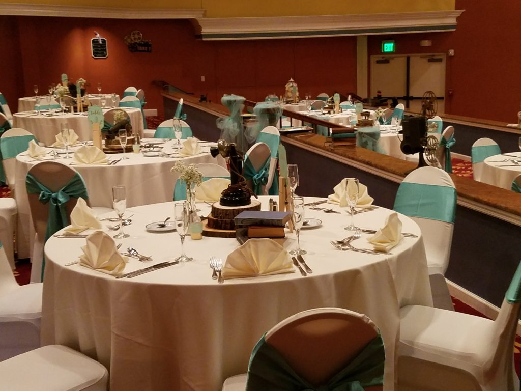Turquoise Majestic Sashes and Ivory Tablecloths and Napkins