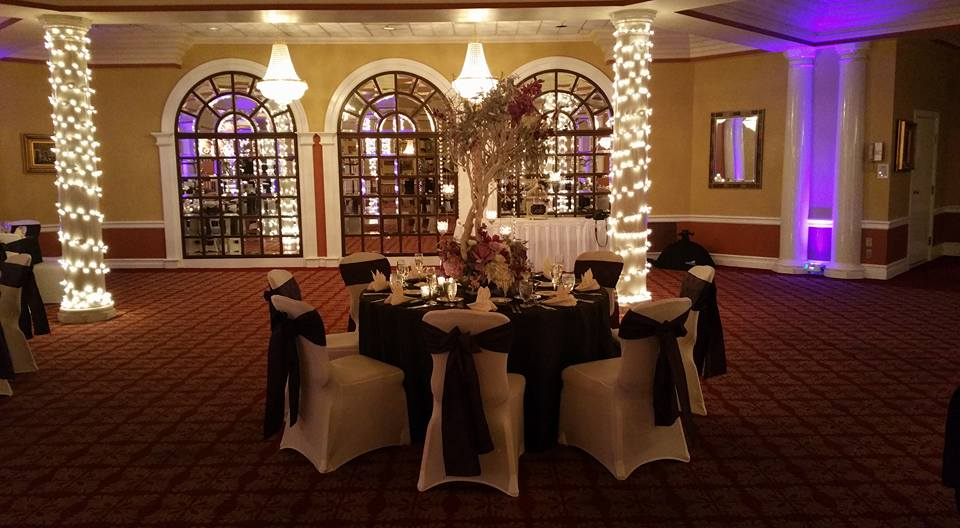 Eggplant Tablecloths w/ Eggplant Sashes and Ivory Napkins