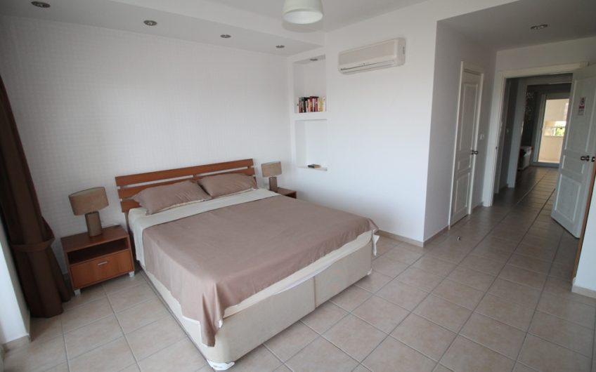 Lemon Grove duplex-apartment with private garden