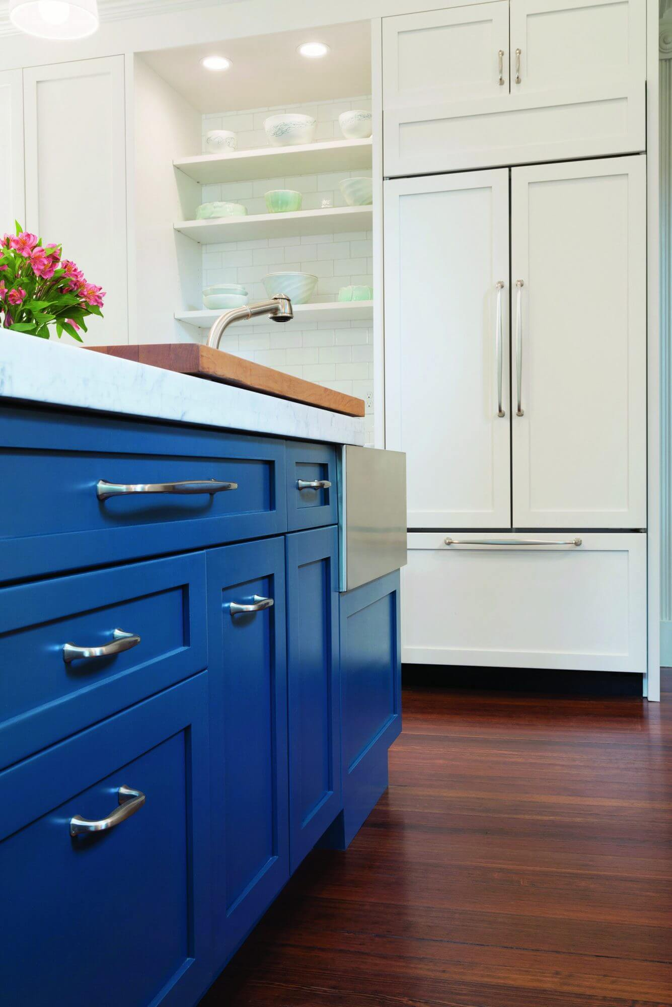 Should You Paint or Replace Your Kitchen Cabinets in ...