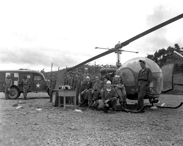8225th_MASH_personnel_with_H-13_helo_in_Korea_1951
