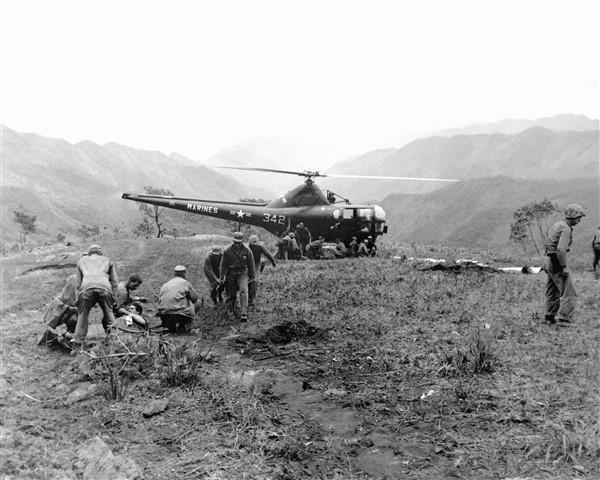 Marine_HO3S_evacuates_wounded_in_Korea_1951