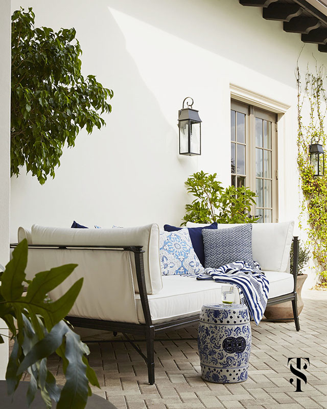 Naples Interior Designer Summer Thornton poolside lounge project in blue and white on a brick patio - www.summerthorntondesign.com