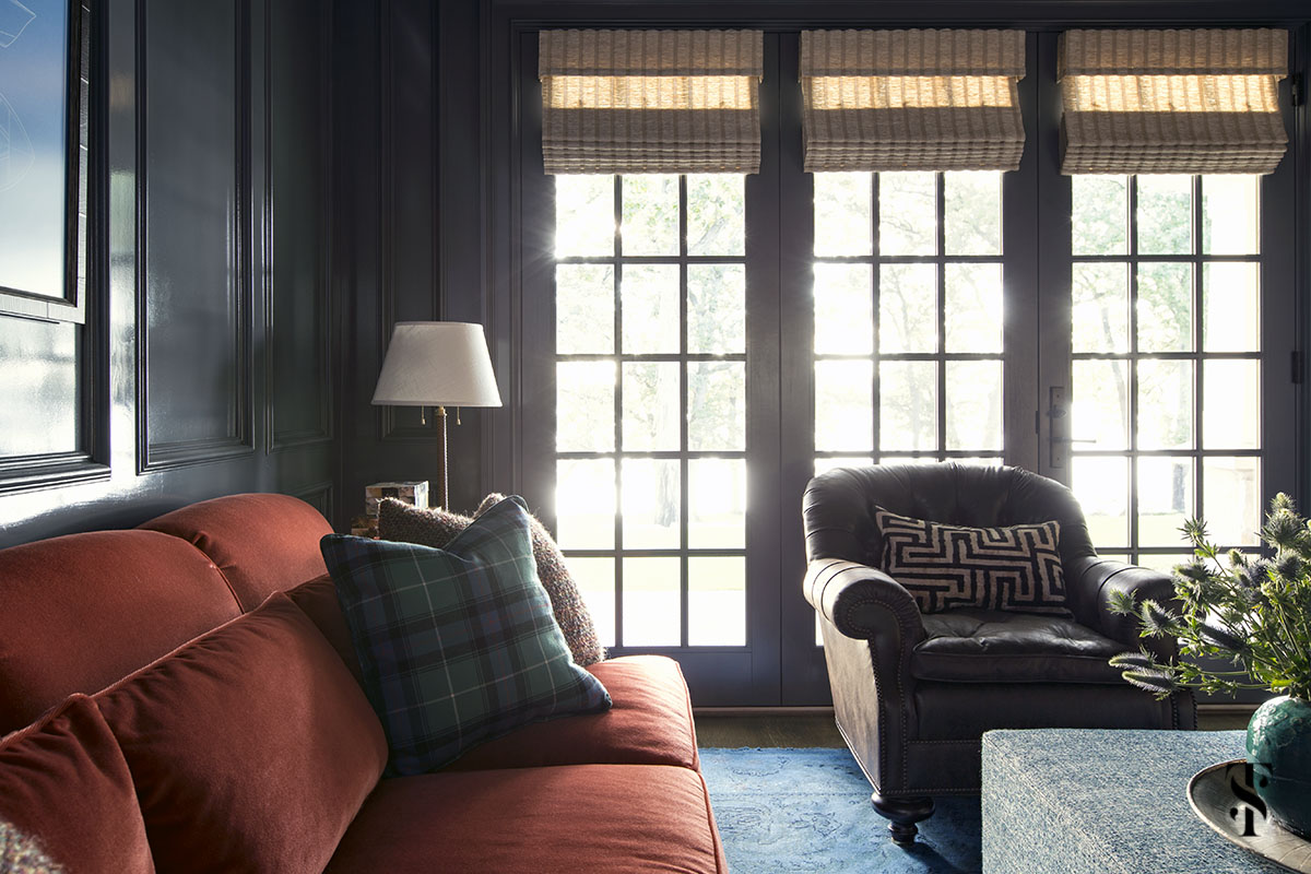 high gloss den with orange sofa, blue overdye rug and wood ceiling; interior design by summer thornton www.summerthorntondesign.com