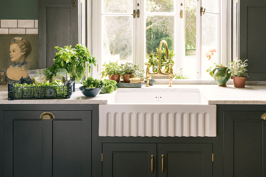 The Classic English Kitchen by deVOL