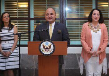 Embajada estadounidense reúne a los autores de los libros de El País Que Viene