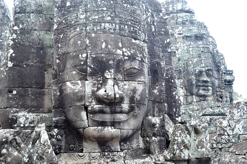 temple-cambodia-face-smiling