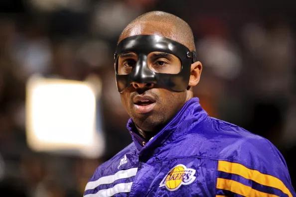 Kobe máscara negra
