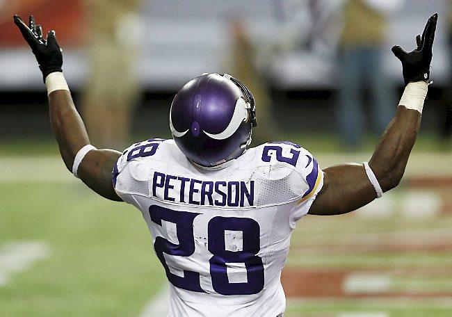 Adrian Peterson celebrando después de anotar un touchdown.