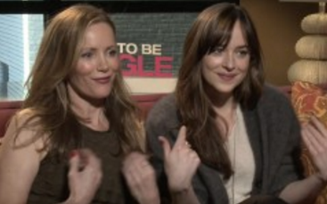 Dakota Johnson and Leslie Mann Flirt With Hot Reporter and Turn the Tables