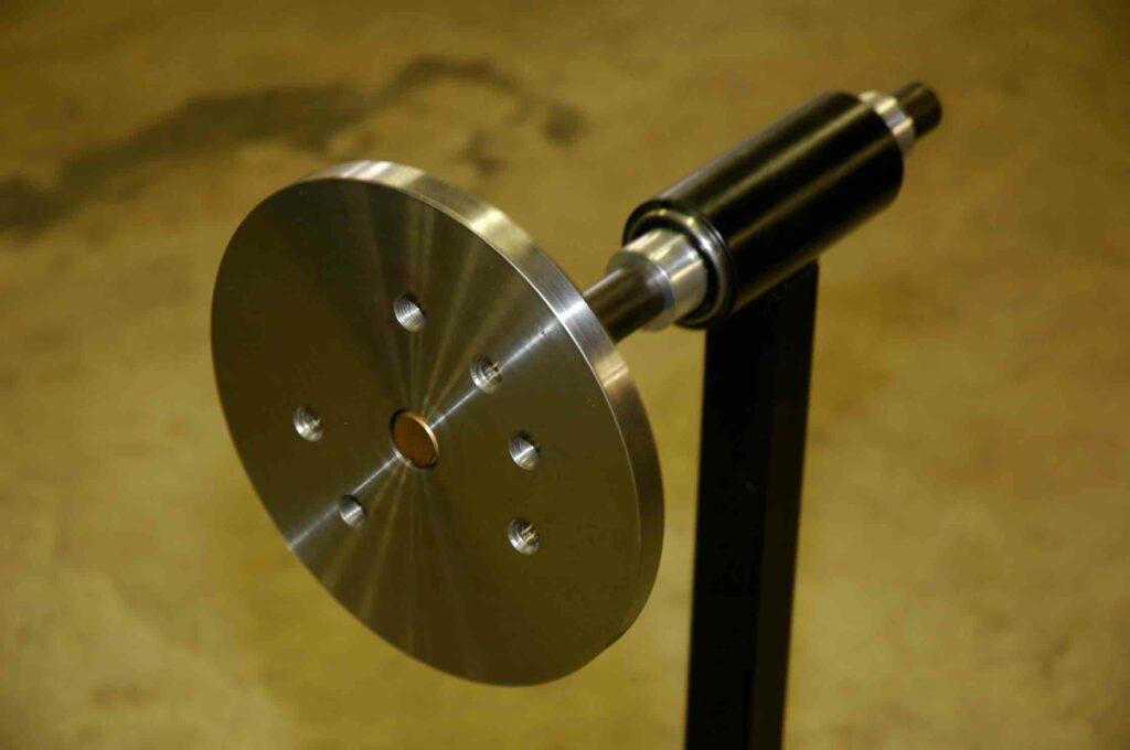 Wheel display rotating hub