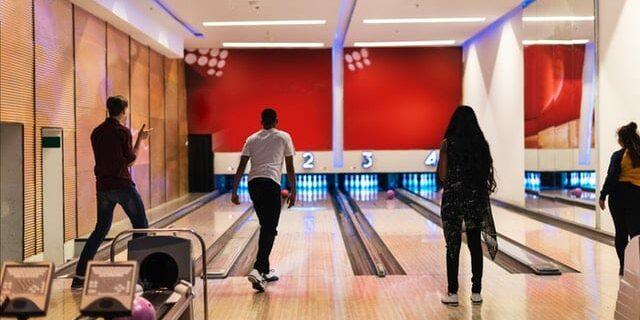 balls-bowling-bowling-alley