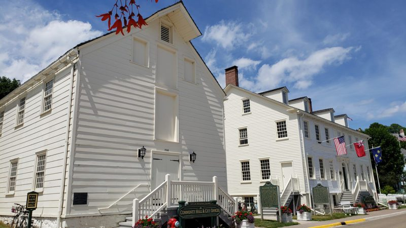 Mackinac-Island-town-buildings-800x450