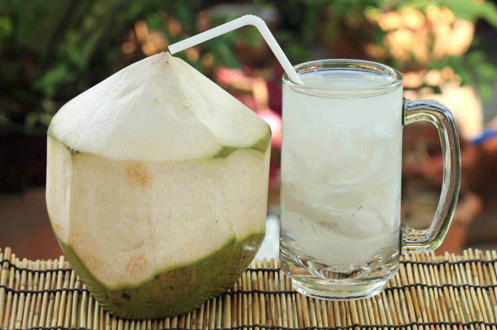 Beneficios de beber agua de coco, conoce que pasa con tu cuerpo