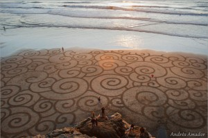 beach-sand-art-with-a-by-rake-andres-amador-2