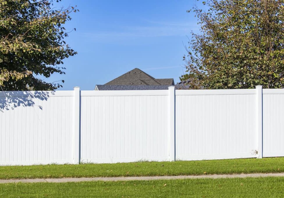 Vinyl fences from Myers Fencing with white vinyl fences, horizontal vinyl fence near Nicholasville, Kentucky (KY)