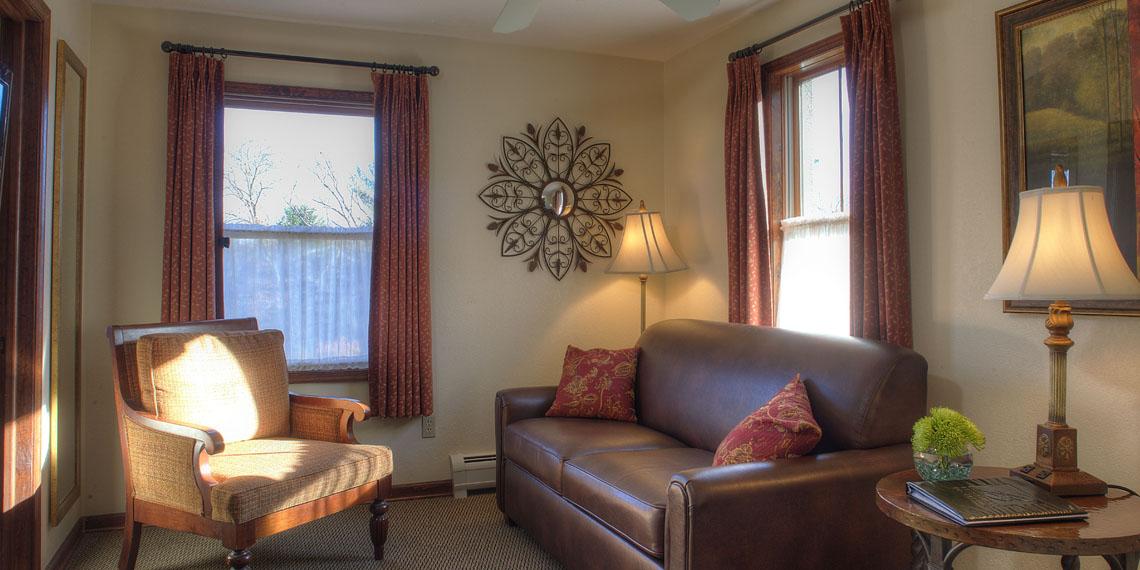 Woodfield Manor king w sofa bed 1140 2