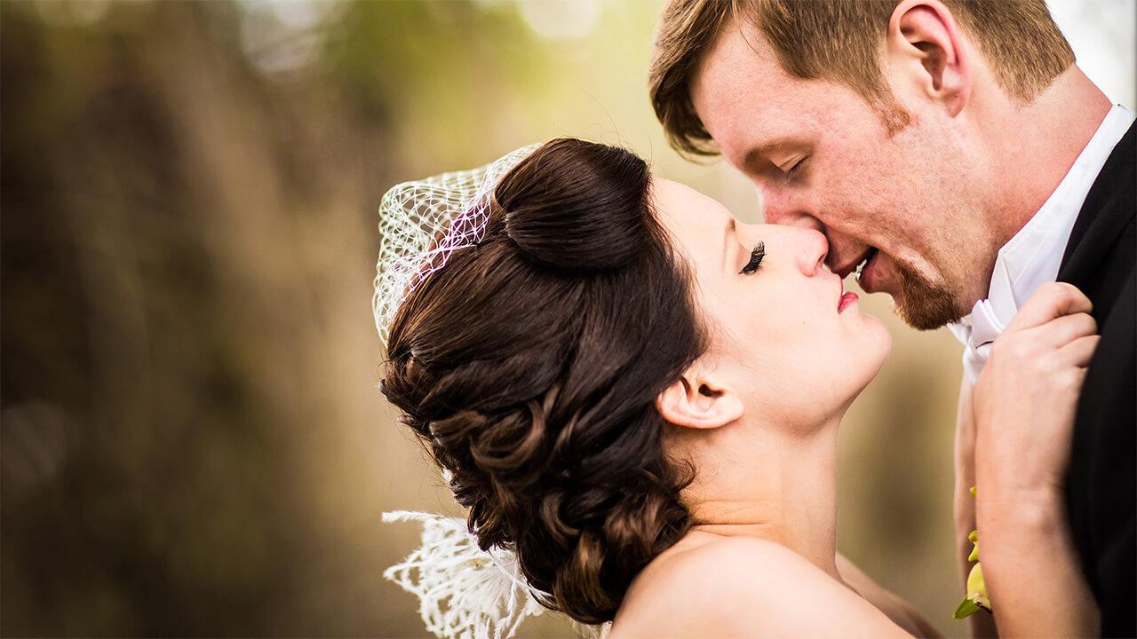 Edmonton Wedding Photographer with couple kissing passionately
