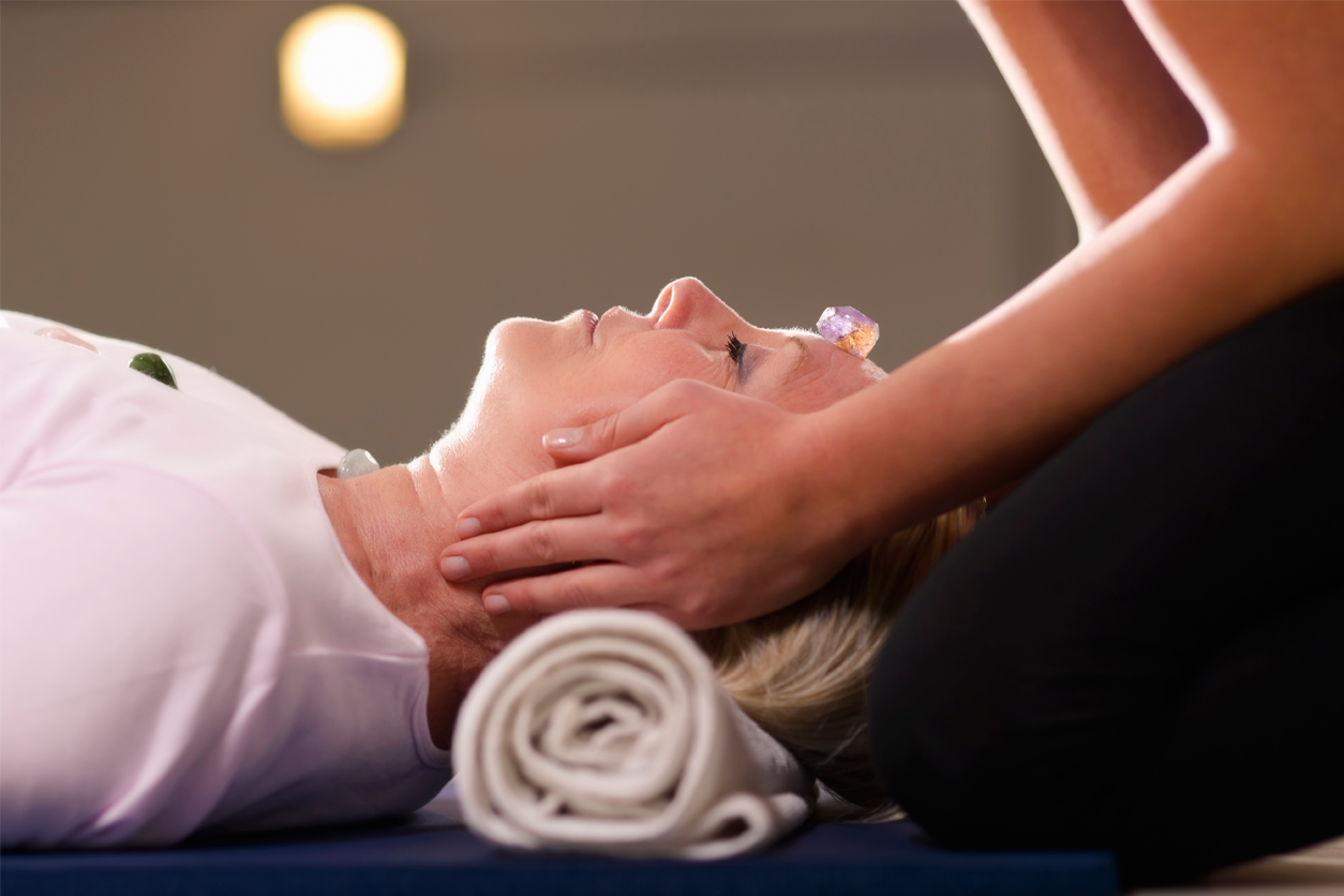 getting reiki therapy