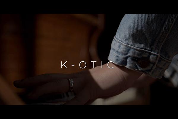 ฟังเพลง กอดได้ไหม (One last time) ในเวอร์ชั่นของ K-OTIC วงบอยแบนด์ในตำนานของไทยที่เด็กยุค 90s ต่างคิดถึง ข่าวดารา ข่าวบันเทิง บันเทิง ไลฟ์สไตล์ รีวิวหนัง หนังน่าดู K-OTIC กอดได้ไหม