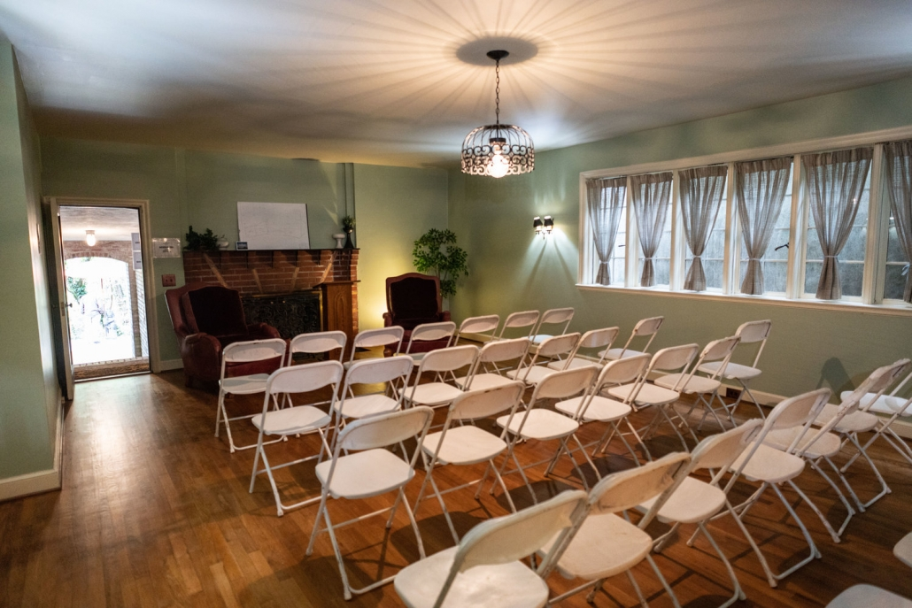 Taylor Made Retreat 12 step alcohol recovery interior meeting chairs