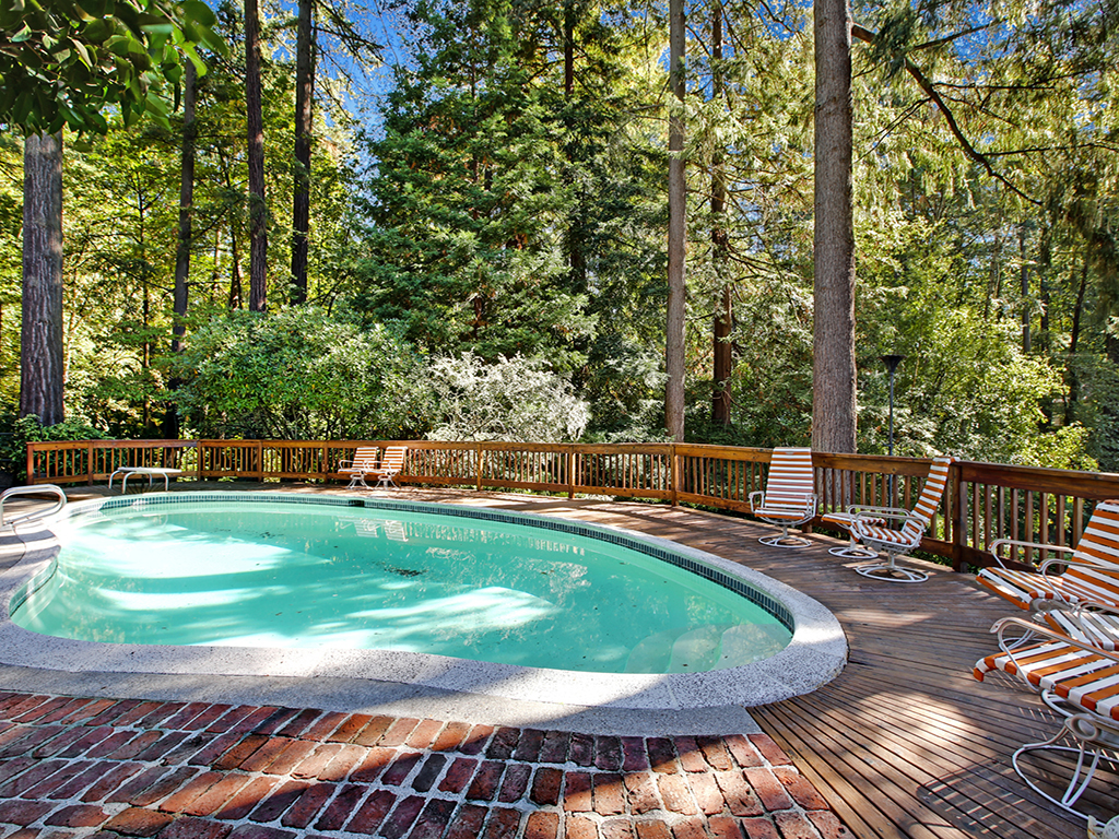 Taylor Made Retreat Addiction recovery outdoor quiet pool