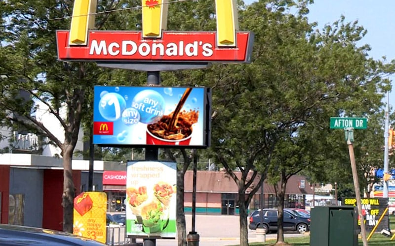 4FT x 8FT P12 - MC DONALD'S - Sarnia, ON