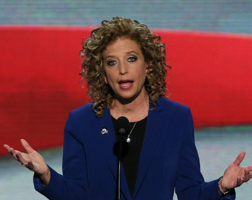 Organized loose curls on Debbie Wasserman Schultz's hair Uncurly.com