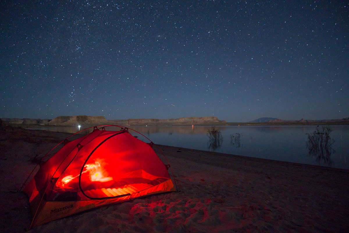 Free camping on a beach on Lake Powell in Utah