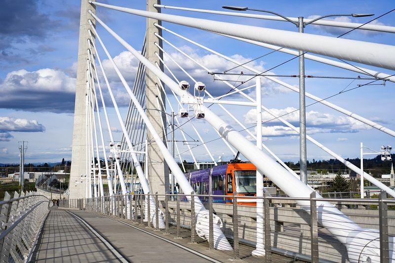 City-public-transport-tram-is-moving-along-the-cable-Tilikum-Crossing-Bridge-cm