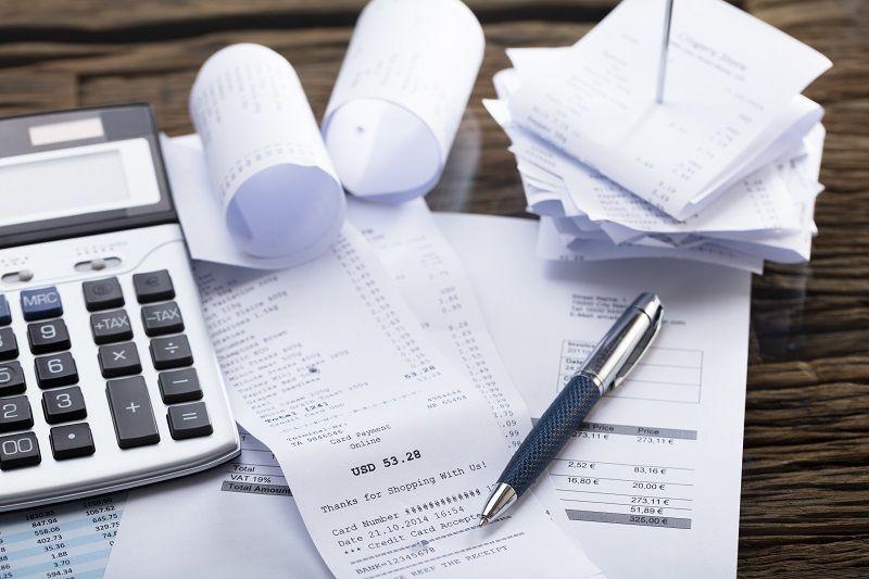Calculator-And-Pen-On-Receipt-cm