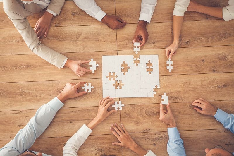 Business-people-finding-solution-together-at-office-cm