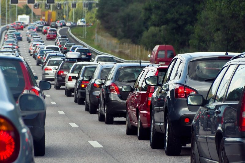 Traffic-jam-with-rows-of-cars-cm